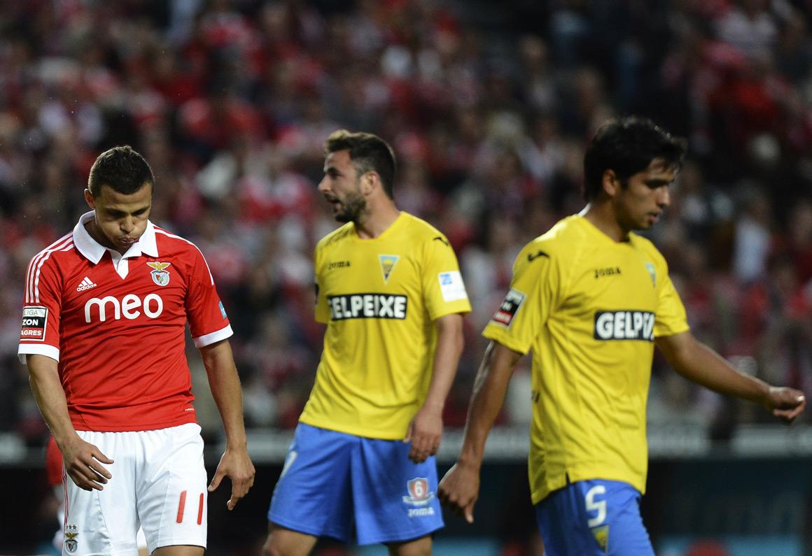 Estoril empata na Luz e Benfica vai ao Dragão só com dois pontos de vantagem