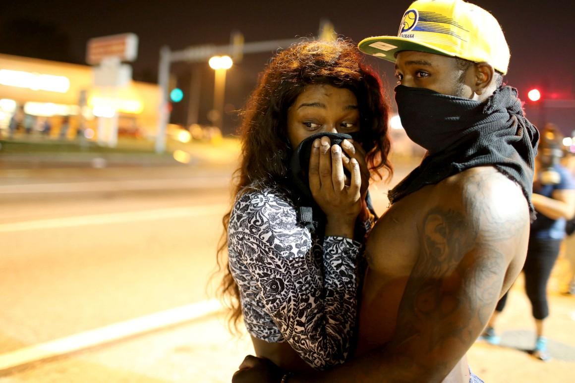 Gás lacrimogéneo tem sido uma constante nos protestos de Ferguson
